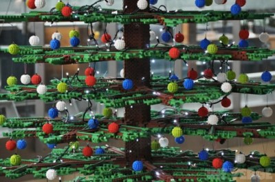 lego-christmastree00-528x349.jpg