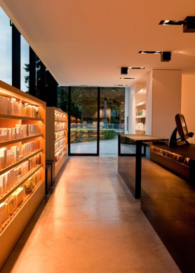 dezeen_Pharmacy-M-by-Caan-Architecten_12.jpg